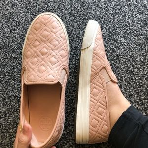 d1cb3ebd43c8 Tory Burch Jesse quilted sneaker size 8